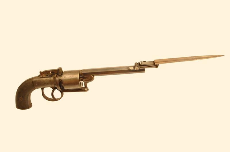 револьвер со штыком